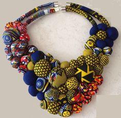 Collier en tissu wax et son tuto (DIY - - Rope Jewelry, Dainty Jewelry, Jewelry Crafts, Jewelry Art, Beaded Jewelry, Jewelery, Jewelry Design, Fashion Jewelry, African Necklace