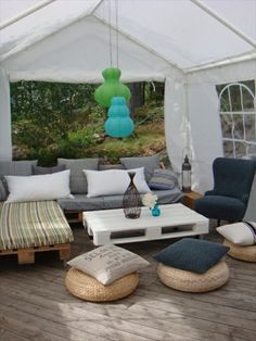 Wood / Pallet, Lounge corner with pallet couch Diy Pallet Couch, Pallet Lounge, Diy Couch, Outdoor Pallet, Pallet Patio, Outdoor Lounge, Pallet Dyi, Garden Pallet, Pallet Chair