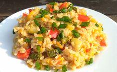 Orezul cu legume preparat după această rețetă este incredibil de gustos și sățios. Datorită unei cantități mari de legume și condimente, mâncarea este foarte aromată și suculentă. Orezul este prăjit în ulei de condimente, de aceea este îmbibat cu toate aromele. Rețeta este foarte simplă, ușoară și rapidă. Orezul cu legume este potrivit pentru vegetarieni și persoanele care țin post. INGREDIENTE -1 pahar de orez -2 cepe -2 morcovi medii -1 ardei gras -1/2 dovlecel -3 căței de usturoi -2… Rice Recipes, Vegan Recipes, Cooking Recipes, Blue Food, Spinach Stuffed Chicken, Rice Dishes, Fried Rice, Risotto, Food Porn