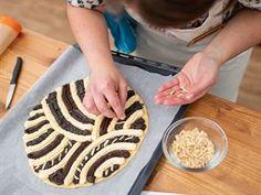 Základem chodského koláče z kynutého těsta zdobeného merhováním je rum - iDNES. Rum, Kitchen, Recipes, Food, Cooking, Kitchens, Essen, Meals, Cucina
