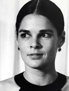 A look at the iconic style of the actress, model, and animal-rights activist. Ali Macgraw, Love Story Movie, Us Actress, Beauty Full, Animal Rights, Light And Shadow, American Actress, Style Icons, Supermodels