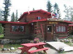 Kunst am wilden Yukon - Moose Creek Lodge, Yukon, Kanada Yukon Alaska, Northern Exposure, Western Canada, Moose, Natural Beauty, Road Trip, Cabin, Vacation, House Styles