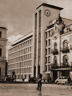 Aurel Bauh - Palatul Monopolurilor de Stat iar în stînga este Palatul Romanit