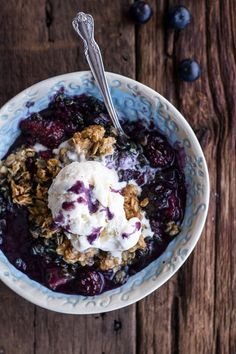 Triple Berry Kahlua Crisp With Double The Crumble 31 Delicious Summer Berry Desserts Desserts To Make, Delicious Desserts, Dessert Recipes, Yummy Food, Dessert Dishes, Breakfast Recipes, Summer Berries, Half Baked Harvest, Delish