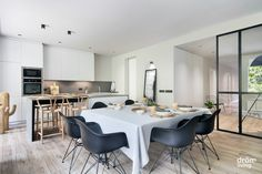 #Balmes #interiorDesign #DrömLiving Interior Exterior, Interior Design, Conference Room, Living Room, Totalement, Kitchen, Barcelona 2017, Furniture, Home Decor