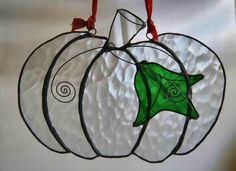 stained glass halloween cat | 59 best images about Halloween stained glass on Pinterest Stained Glass Ornaments, Stained Glass Christmas, Stained Glass Suncatchers, Stained Glass Projects, Stained Glass Patterns, Stained Glass Art, Fused Glass, Glass Garden Art, Glass Pumpkins