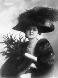 Vintage photo Vintage Pictures, Old Pictures, Old Photos, Jeanne Lanvin, Belle Epoque, Edwardian Fashion, Vintage Fashion, Women's Fashion, 1900s Fashion