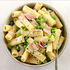 Creamy Ham & Pea Pasta Creamy Ham & Pea Pasta,Recipes I'm all about having an arsenal of super simple dinners that can be whipped up in one pot! This Creamy Ham & Pea Pasta. Slow Cooker Recipes Family, Pasta Dishes, Ham Pasta, Ham Peas And Pasta, Pasta Menu, Recipe Ready, Spaghetti, Super Simple, Arsenal