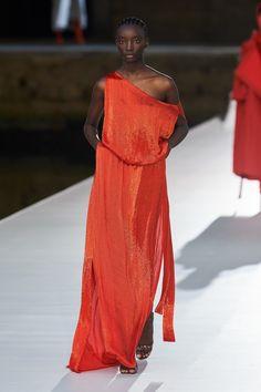 Valentino Fall Winter 2021-22 Haute Couture fashion show 'Valentino Des Ateliers' in Venezia, Italy (July 15, 2021). Star Fashion, Runway Fashion, Fashion News, Fashion Beauty, Women's Fashion, Valentino Couture, Fashion Show Collection, Couture Collection, Dress Outfits