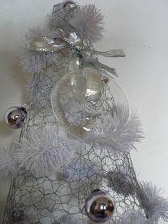 Déco de Noël : un sapin de Noël en grillage à poule - Journal des Femmes Décoration