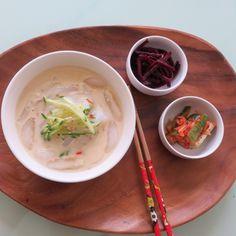 Today's Lunch-Mungbean jelly noodle in soybean soup. 청포묵 콩국수- 아침에 많들어논 청포묵은 얇게 국수처럼 썰어서 국수대용으로 만들었읍니다. 메끄러우면서도 쫄깃함이 국수와는 또다른 맛을 내어줍니다