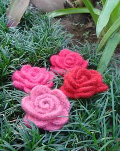 Crocheted Flower Brooches