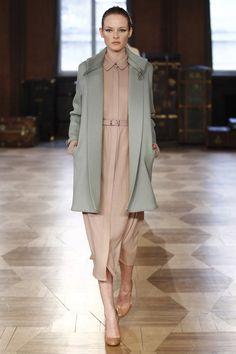 Marina Hoermanseder Berlin Fall 2016 Fashion Show Fall Fashion 2016, Autumn Fashion, Fashion Line, Fashion Show, Women's Fashion, Couture Fashion, Runway Fashion, Seoul, Marina Hoermanseder