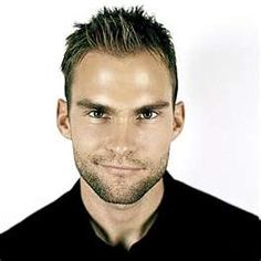 Seann William Scott Hairstyle - Hairstyle Ideas for Men Hot Actors, Actors & Actresses, American Actors Male, Seann William Scott, Popular Mens Hairstyles, Celebrity Biographies, Hottest Male Celebrities, Raining Men, Interesting Faces