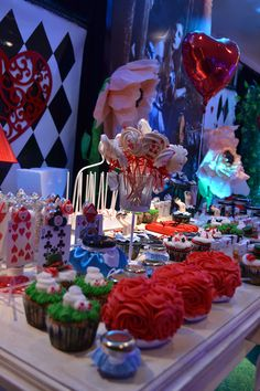 Alice in wonderland wedding, bts cumpleaños, mad hatter party, mad hatter t Casino Party Decorations, Casino Theme Parties, Party Themes, Mad Hatter Party, Mad Hatter Tea, Fiestas Party, Casino Night Party, Quinceanera Party, Alice In Wonderland Party