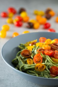 Zucchini Noodles with Avocado Sauce. I'm in love with these zucchini noodles (or zoodles) they're so healthy and delicious! Raw Food Recipes, Veggie Recipes, Vegetarian Recipes, Dinner Recipes, Cooking Recipes, Healthy Recipes, Holiday Recipes, Keto Recipes, Healthy Food