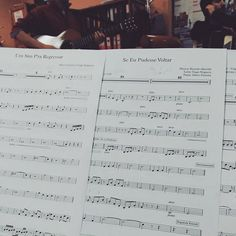 Fora dos palcos há muito trabalho. #osquatroemeia #pautas #backstage #foradepalco #preparativos #ensaios #ensaio #instagram #instagood #sheet #sheetmusic #band #banda #bandaportuguesa #portugueseband #portuguesemusic #pic #picofday #pictureoftheday by osquatroemeia