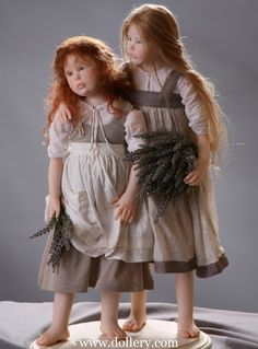 Can you believe these are dolls?  OOAK  dolls by Laura Scattolini.  Check out her collection.  They are incredible!  If only I had an ounce of that talent!!!!!!!