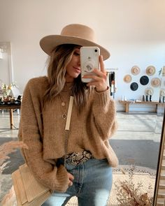 Discover recipes, home ideas, style inspiration and other ideas to try. Outfits With Hats, Warm Outfits, Mode Outfits, Cute Casual Outfits, Sweater Outfits, Chic Outfits, Fashion Outfits, Early Fall Outfits, Simple Fall Outfits