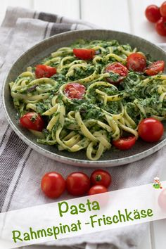 Pasta mit Rahmspinat-Frischkäse-Sauce und Tomaten Pasta with creamed spinach cream cheese sauce and tomatoes – Meine Stube Salmon Recipes, Veggie Recipes, Pasta Recipes, Vegetarian Recipes, Dinner Recipes, Cooking Recipes, Healthy Recipes, Cream Cheese Sauce, Creamed Spinach