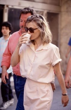 """Michelle Pfeiffer behind the scenes in """"Frankie & Johnny"""" (1991). Directed by: Garry Marshall"""