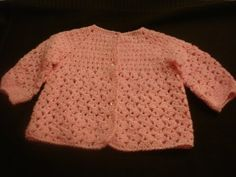 Ropa Tejida para Bebé Chambra a Gancho parte 1 de 3 Loom Knitting Patterns, Knitting Videos, Crochet Videos, Knitting For Kids, Crochet For Kids, Baby Knitting, Baby Pullover, Baby Cardigan, Crochet Blouse