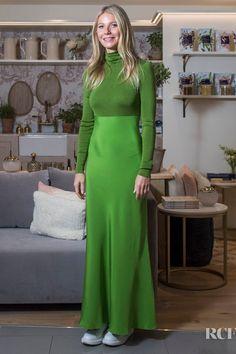 Gwyneth Paltrow Goes Green For Goop @ Harvey Nichols. She is wearing a Tse Fall 2019 Green Midi dress - Red Carpet Fashion Awards Gwyneth Paltrow, Celebrity Dresses, Celebrity Style, Harvey Nichols, Celebs, Celebrities, Red Carpet Fashion, 90s Fashion, Daily Fashion