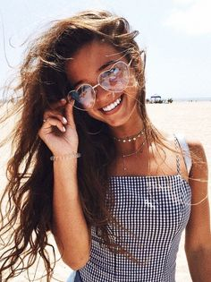 Shop for trendy swimwear, clothing and accessories for women at affordable prices Look 80s, Lunette Style, Shotting Photo, Summer Outfits, Cute Outfits, Girl Outfits, Leila, Trendy Swimwear, Summer Pictures