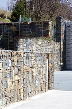 Image 8 of 12 from gallery of Villa In The Beskydy Mountains / Zdenek Trefil. Courtesy of Zdeněk Trefil Landscaping With Rocks, Modern Landscaping, Backyard Landscaping, Landscape Engineer, Compound Wall Design, Outdoor Cabana, Gabion Wall, Landscape Walls, Fence Design