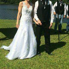 Gorgeous Wedding Dress VERA WANG DRESS only wore once. Dry Cleaned. Make an offer! :-D Vera Wang Dresses Wedding