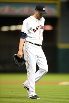 CrowdCam Hot Shot: Houston Astros starting pitcher Jordan Lyles walks to the dugout after giving up nine runs in 3 1/3 innings against the Cincinnati Reds during the fourth inning at Minute Maid Park. Photo by Thomas Campbell