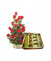 An ideal rose bouquet combined with a pack of assorted sweets from FlowerzNCakez, especially to make your corporate get-togethers a memorable one. Romantic Valentines Day Ideas, Unique Valentines Day Gifts, Dry Fruits Online, Passionate Love, Buy Flowers, Rose Bouquet, Chocolates, Special Day, Red Roses
