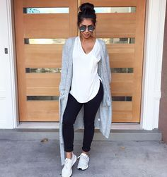 Sunday bunday Search all I need is pockets cardigan, classic high rise skinny jeans black and sfo tee from Jeans And Sneakers Outfit, Black Leggings Outfit, Summer Leggings Outfits, Winter Leggings, Casual Winter Outfits, Spring Outfits, Outfit Winter, Outfit Summer, Sunday Outfits