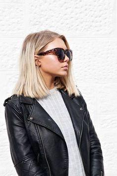 frisuren kurz, schwarze lederjacke, graue bluse, große sonnenbrille