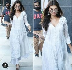 Tara sutaria and - Dinnerrecipeshealthy sites Simple Kurta Designs, Kurta Designs Women, Indian Wedding Outfits, Indian Outfits, Ethnic Outfits, Fashion Outfits, Casual Indian Fashion, Stylish Girl Images, Indian Designer Outfits