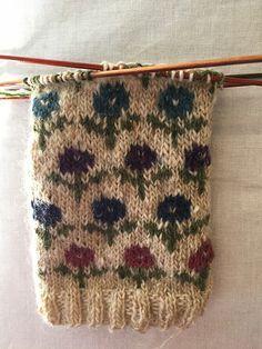 Fair Isle Knitting Patterns, Fair Isle Pattern, Knitting Designs, Knitting Projects, Knit Mittens, Knitting Socks, Baby Knitting, Stitch Patterns, Crochet Patterns