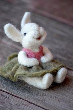 Needle Felted Wool Bunny Rabbit - 38 Super Cute Felt Animals You… Wet Felting, Needle Felting Kits, Needle Felting Tutorials, Needle Felted Animals, Felt Animals, Baby Animals, Felted Wool Crafts, Felt Crafts, Felt Bunny