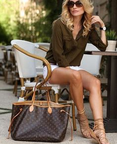 Official  Louis Vuitton Outlet Store - Explore the World of Louis Vuitton,Discover Our Women and Men Handbags