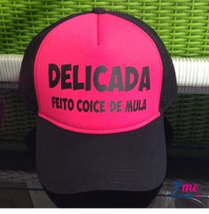 161a1601080da Boné preto com rosa personalizado com a frase divertida