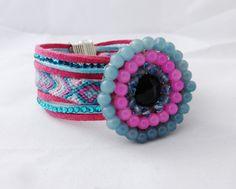 Bracelet Manchette de l'amitié bleu rose, Passant cabochon perles : Bracelet par kiline