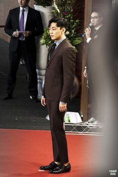 [PHOTOS, VIDEOS & TRANSLATIONS] Yoo Ah In Wins Best Actor At The 2016 Chunsa Film Art Awards | Yoo Ah In SikSeekLand