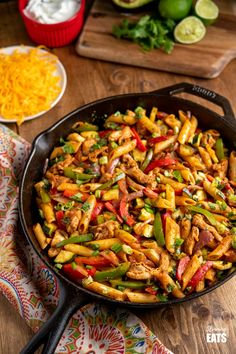 Syn Free Fajita Chicken Pasta - all the great flavours of chicken fajita's in this amazing pasta dish that the whole family will love. Slimming World and Weight Watchers friendly Slimming World Chicken Fajitas, Slimming World Chicken Dishes, Slimming World Chicken Recipes, Slimming World Recipes Syn Free, Quick Pasta Recipes, Chicken Pasta Recipes, Healthy Recipes, Healthy Meals, Baked Chicken