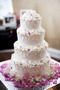 Cake: Tizzerts, www.tizzerts.com.