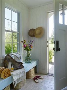 Interior Design Trends For 2020 Mudroom bench under window. Basket for each pers. Interior Design Trends For 2020 Mudroom bench under window. Basket for each person. Cottage Living, Cottage Style, Farmhouse Style, Country Style, Cozy Cottage, French Country, Living Room, White Cottage, Coastal Farmhouse