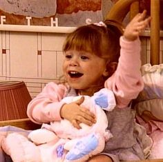 Ashley as Michelle Tanner age 2 Full House Funny Phone Wallpaper, Mood Wallpaper, Starter Workout Plan, Full House Michelle, Full House Funny, Musica Love, Michelle Tanner, Fuller House, Olsen Twins