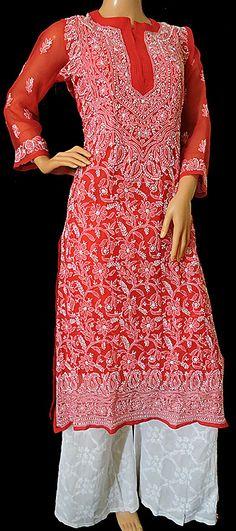 A very elegant chicken suit Pakistani Designer Suits, Indian Designer Wear, Pakistani Dresses, Indian Dresses, Indian Outfits, Chicken Suit, Chicken Kari Suits, Kurti Designs Party Wear, Kurta Designs
