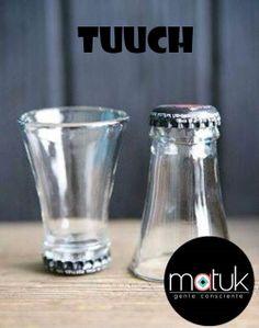 Vaso caballito o shot de botella reciclada.  Shot glass from recycled bottles.