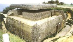 El bunker de control de fuego de artillería en la Batería de Longues-sur-Mer. Era el más moderno de los construidos en las playas de Normandía, y era el único con un sistema automático de puntería y un sistema eléctrico de distribución de datos a las baterías.