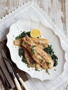 Жареный морской язык со шпинатом