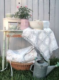 . . . Cabin & Cottage : Staging A Spring Romance
